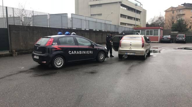carabinieri olgiate fermo di un marocchino su auto rubata