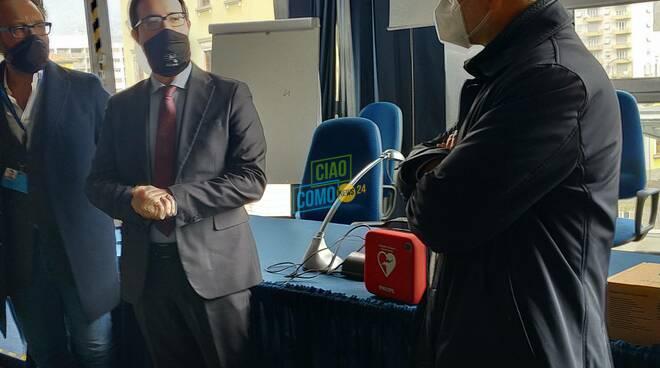 consegna defibrillarore alla dogana di ponte chiasso da parte di comocuore