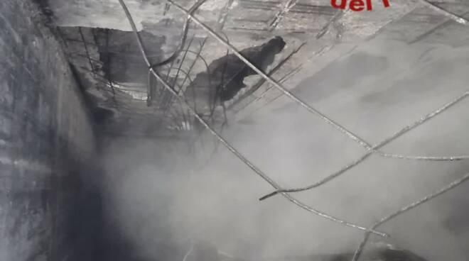 incendio box via cardano como auto distrutte dal rogo