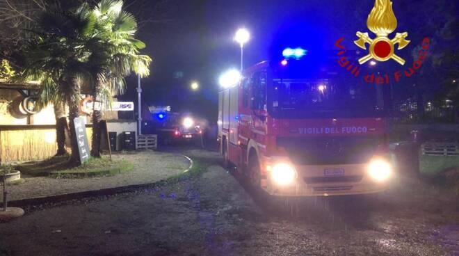 incendio notte locale via milano erba intervento dei pompieri