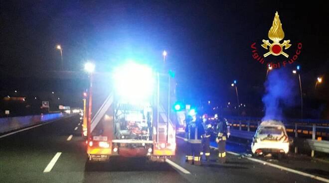 incidente autostrada a9 in direzione lomazzo auto che prende fuoco