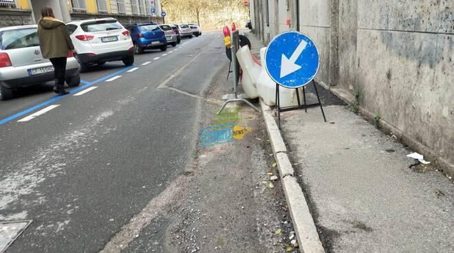lavori strade di como scavi per fibra ottica buche cartelli