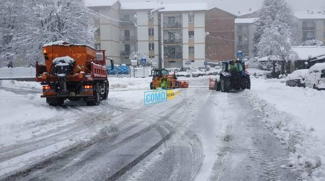 neve sui marciapiedi como dopo nevicata oggi