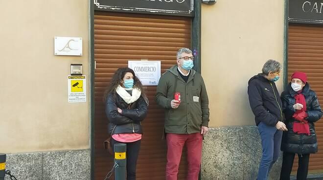 Canzo protesta commercianti saracinesche abbassate