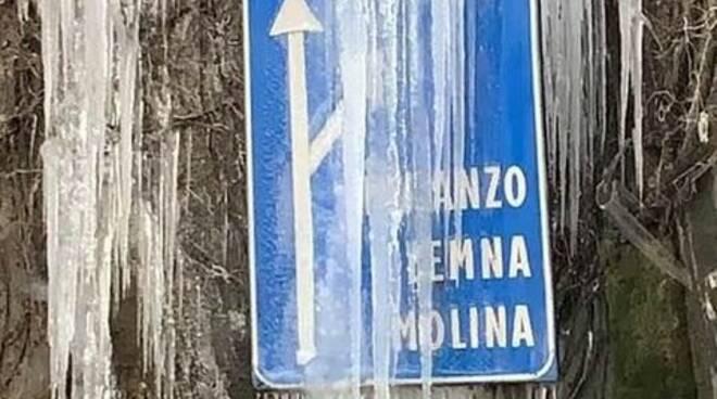 cartello faggeto ghiacciato sulla lariana