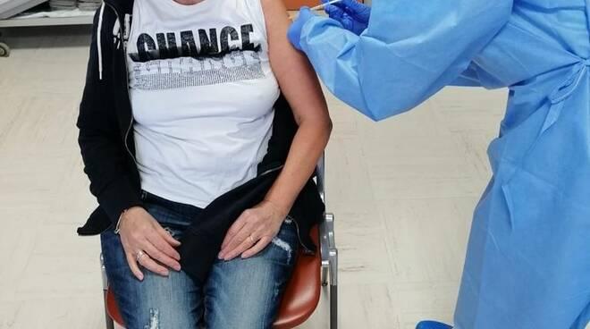 vaccino anticovid per volontarie Mantello