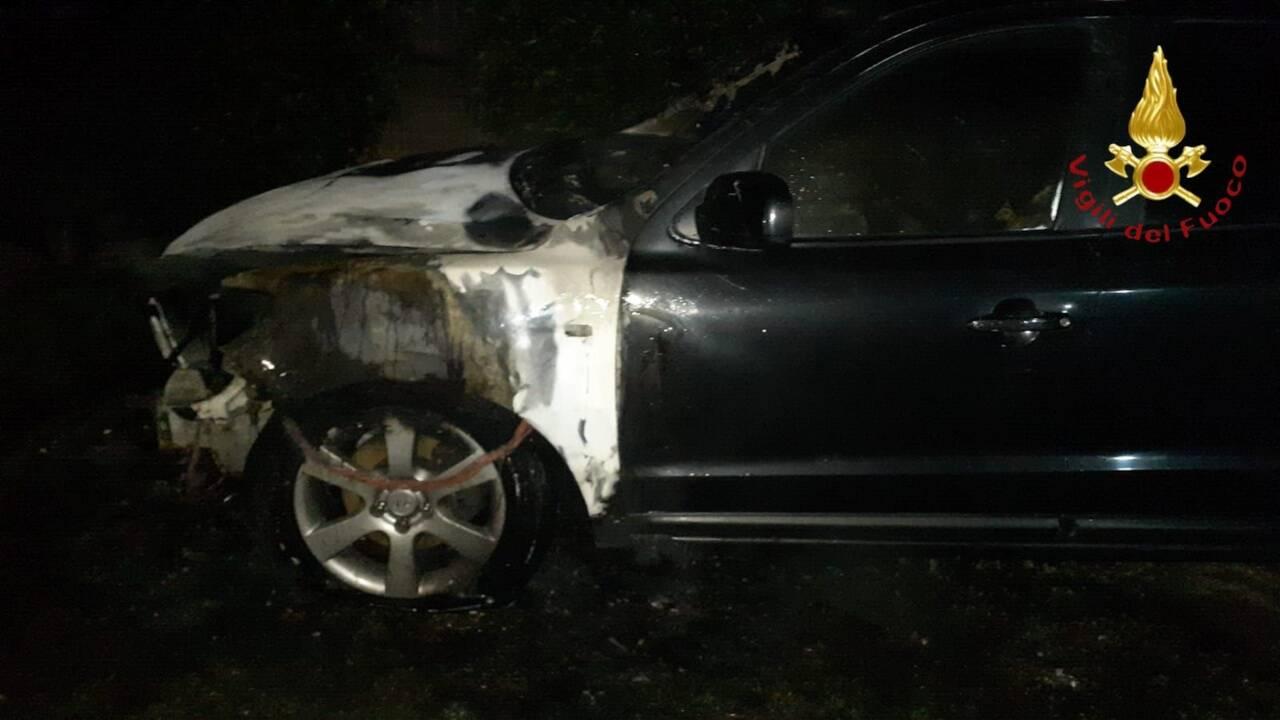 incendio auto notte bulgarograsso auto danneggiata