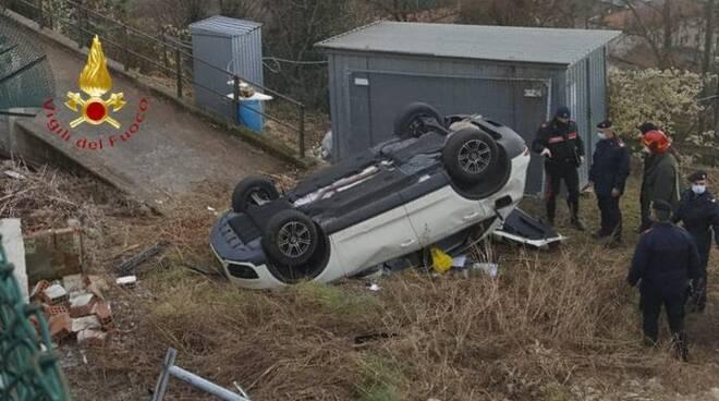 incidente mortale cernobbio auto fuori strada e poi nel cantiere morto conducente