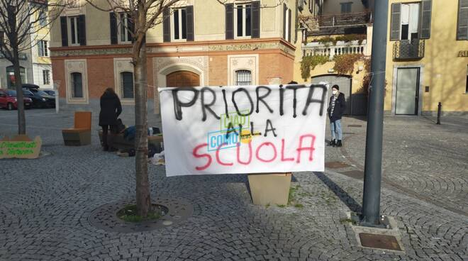 La protesta degli studenti di Como contro la Dad che dura da mesi