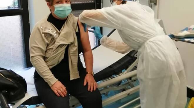 medici e personale sanuitario vaccino anti covid ospedale menaggio