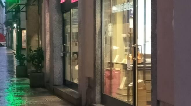 mondadori como negozio  via vittorio emanuele v erso la chiusura