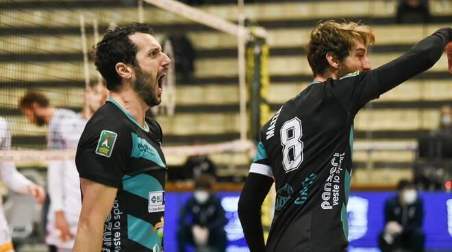 pool libertas cantù volley maschile vittoria siena tie-break esultanza e foto partita
