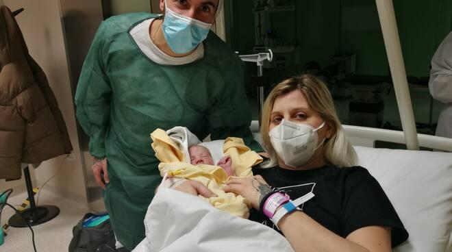 primo bimbo nato a como 2021 e lultinmo del 2020 anche primo in lombardia