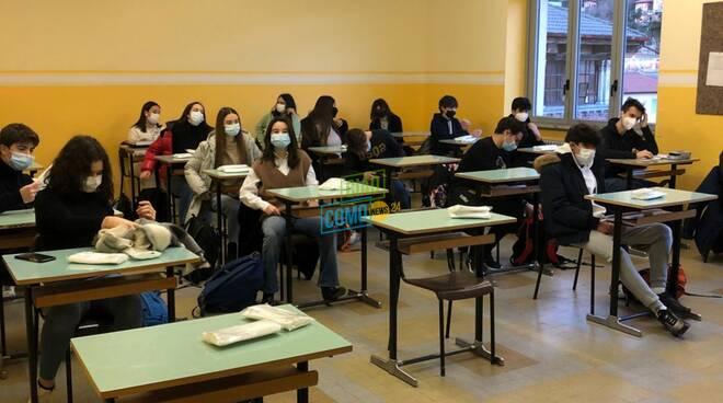 ritorno in aula degli studenti questa mattina aula ragazzi studenti