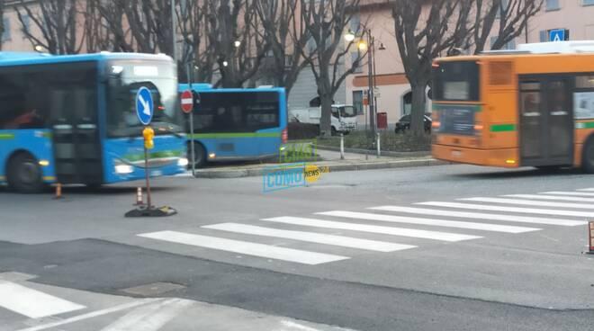 studenti in piazza vittoria e bus per riporesa orario scolastico