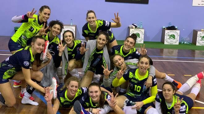tecnoteam albese debutto vincente in sardegna campionato volleyb1