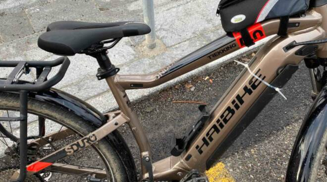 bicicletta elettrica sequestrata dalla polizia locale a camerlata