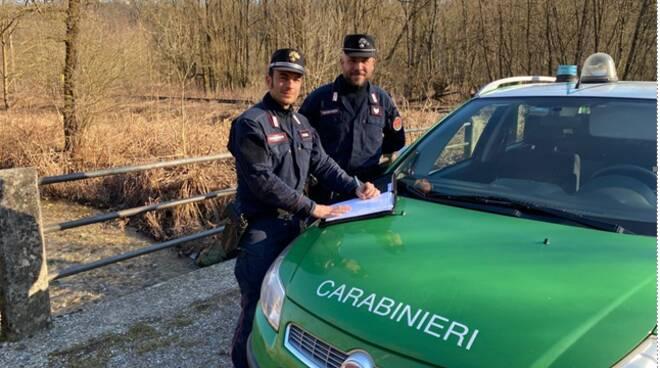 carabinieri forestali di appiano gentile pattuglia con auto