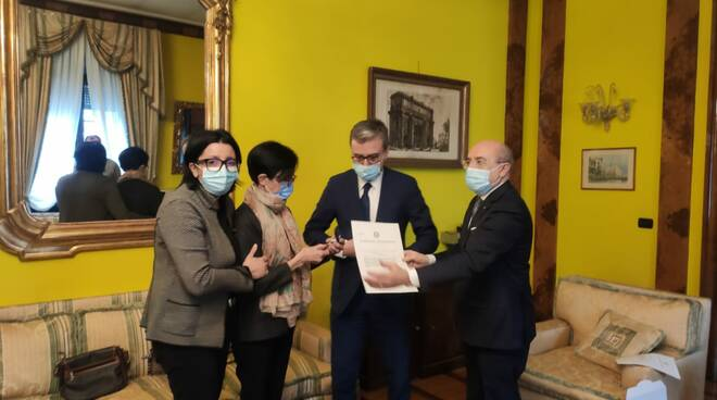consegna medaglia valore civile ai familiari di don Roberto Malgesini