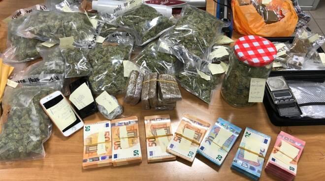 drogha sequestrata dai carabinieri di como a casa di un cittadino turco anche contanti