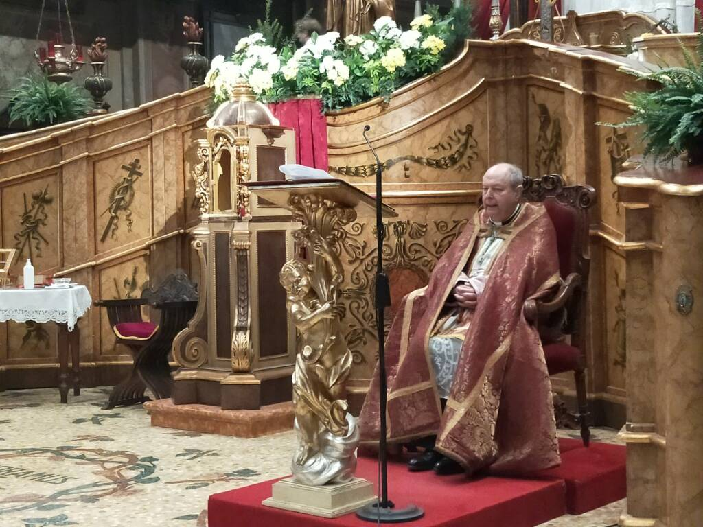 Esposizione Crocifisso basilica Viale Varese 2020