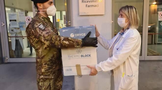 foto arrivo vaccini astra zeneca ospedale sant'anna di como asst lariana