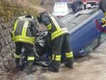 incidente alta valle intelvi auto ribaltata in strada, soccorsi pompieri