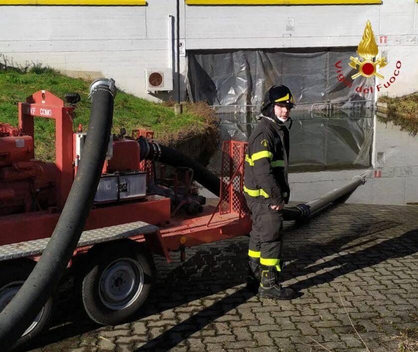 perdfita rete idrica scuola sant0'elia a cantù pompieri ed allagamento acqua