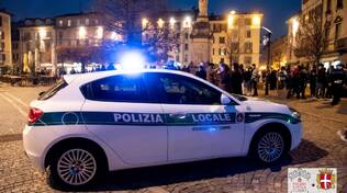 polizia locale auto ed agenti controlli servizi como città