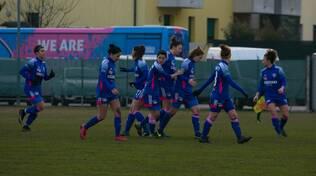 riozzese como calcio femminile ragazze in campo