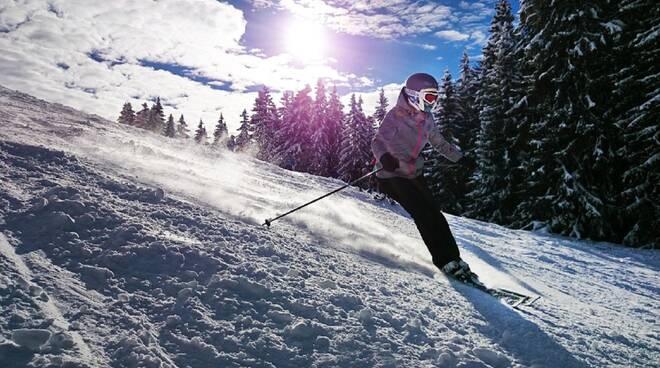 sciatore pista innevata regione lombardia