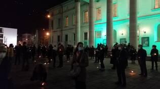 Un anno senza cultura, il flashmob dei lavoratori dello spettacolo davanti al Teatro Sociale