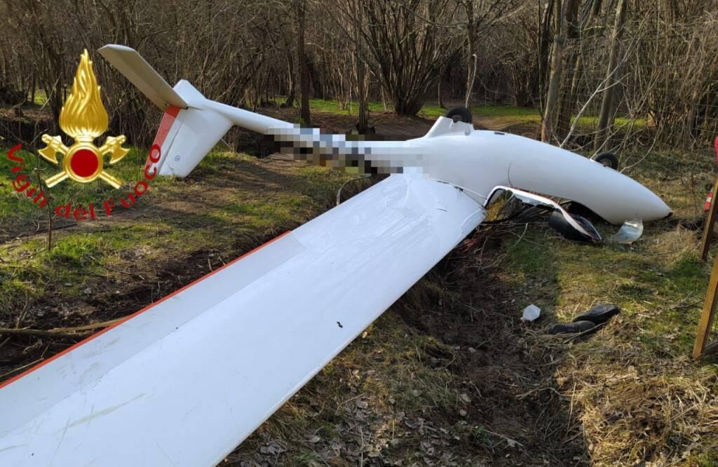 aliante caduto bosco di alzate brianza questo pomeriggio pilota soccorso da pompieri