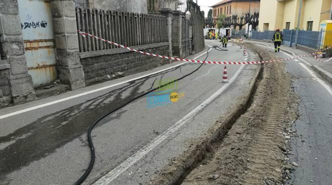 casnate fuga di gas per lavori alla fibra pompieri intervento per sistemazione