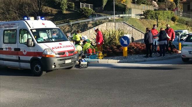 incidente albese ciclista investito alla rotatoria da un'auto