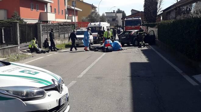 inseguimento tra polizia locale e auto sospetta cantù incidente ferito un vigile