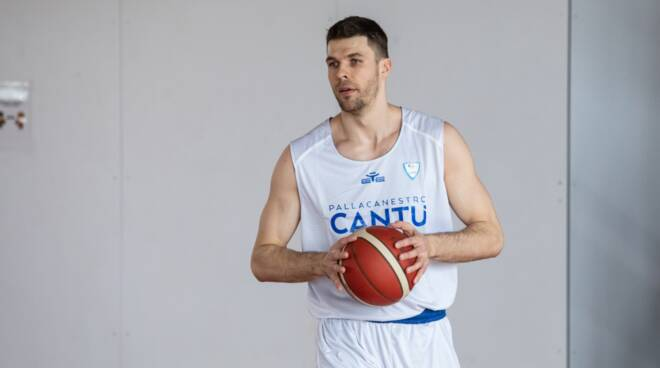 ivica radic nuovo centro della pallacanestro cantù basket a1