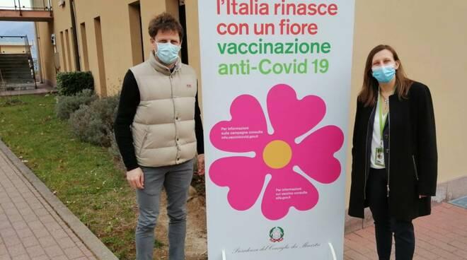 menaggio tendone in ospedale per vaccini over80 covid e sindaco spaggiari