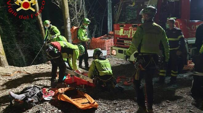 ramponio verna pensionato trovato morto nel burrone recupero pompieri soccorso alpino