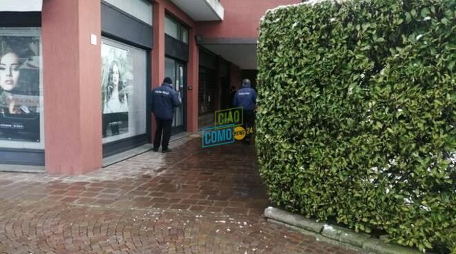 rapina poste san fermo esterno ufficio postale con polizia locale