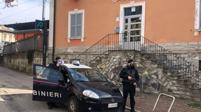 rapina stazione di cadorago carabinieri auto