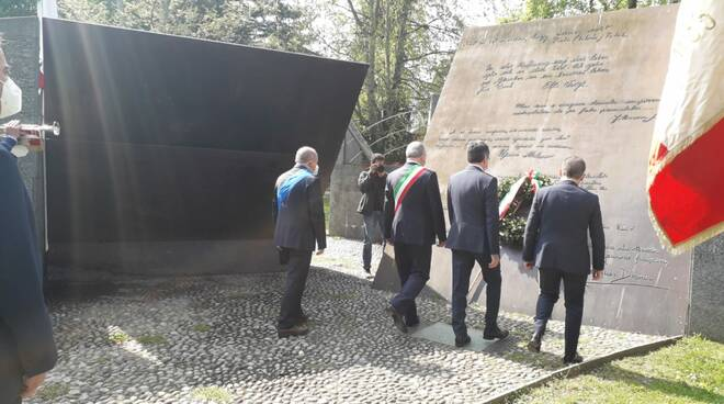 25 aprile Como omaggio monumento resistenza europea