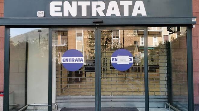 cartello chiusura esterno esselunga dui via carloni per eccesso clienti