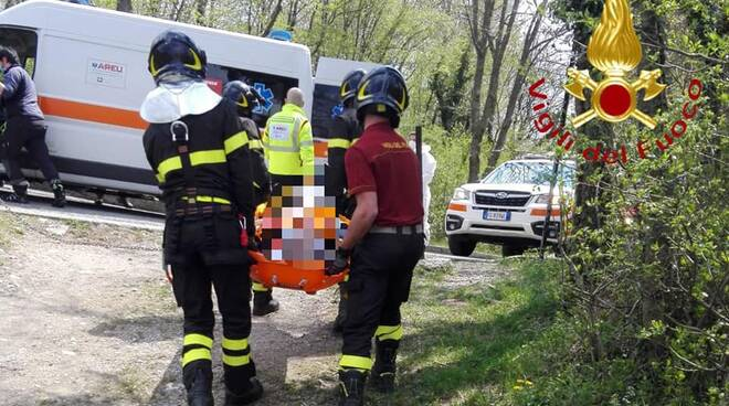 cornizzolo incidente parapendio, uomo soccorso dai pompieri dopo caduta