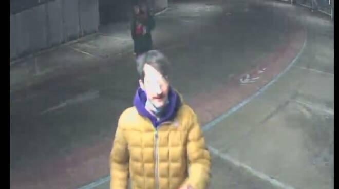 fotogrammi diffusi dalla polizia per vandalismo autosilo valmulini