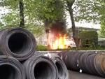 incidente mortale bosisio parini, muove uomo di 37 anni schianto moto auto e incendio