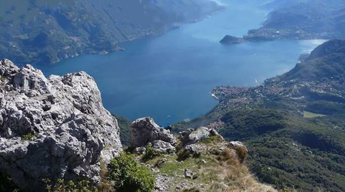 lago di como veduta dall'alto