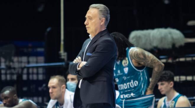pallacanestro cantù sconfitta a bologna dalla Fortitudo, retrocessione in A2