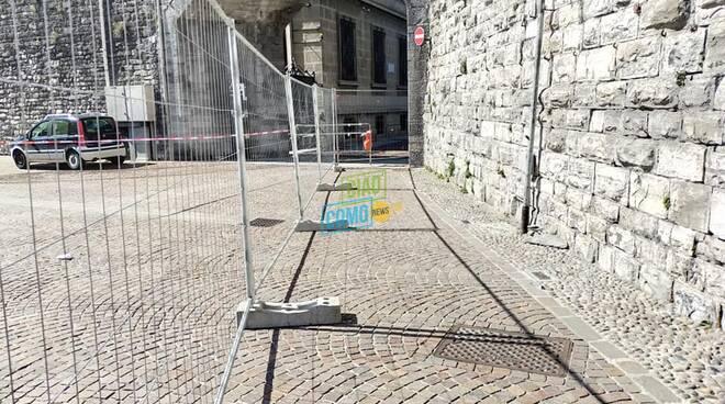 pietra caduta su furgone torre san vitale per vento