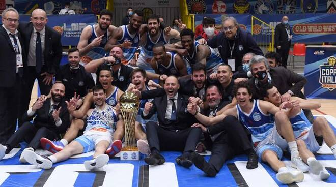 pino sacripanti vince la coppa italia di A2 basekt maschile con napoli